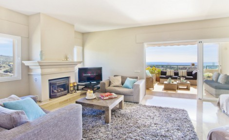 Lovely Penthouse for sale in Elviria Hills