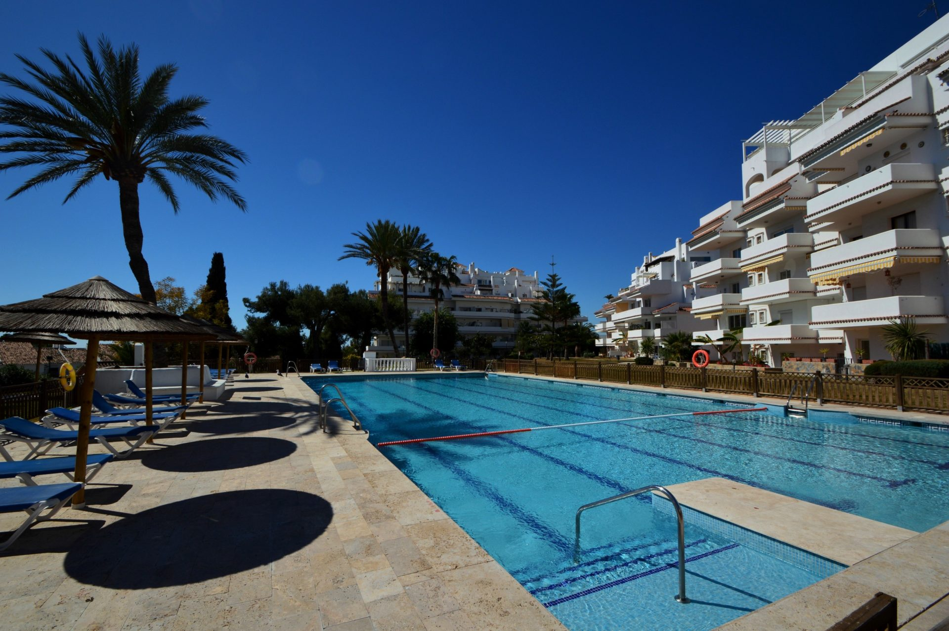 Elegant spacious garden apartment for sale in the best location of Nueva Andalucia