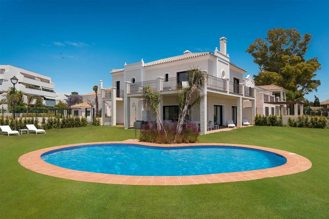 Exceptional Beachside Villa for Sale in Marbella, Price Reduced From 1.749.000 € to 1.599.000 €