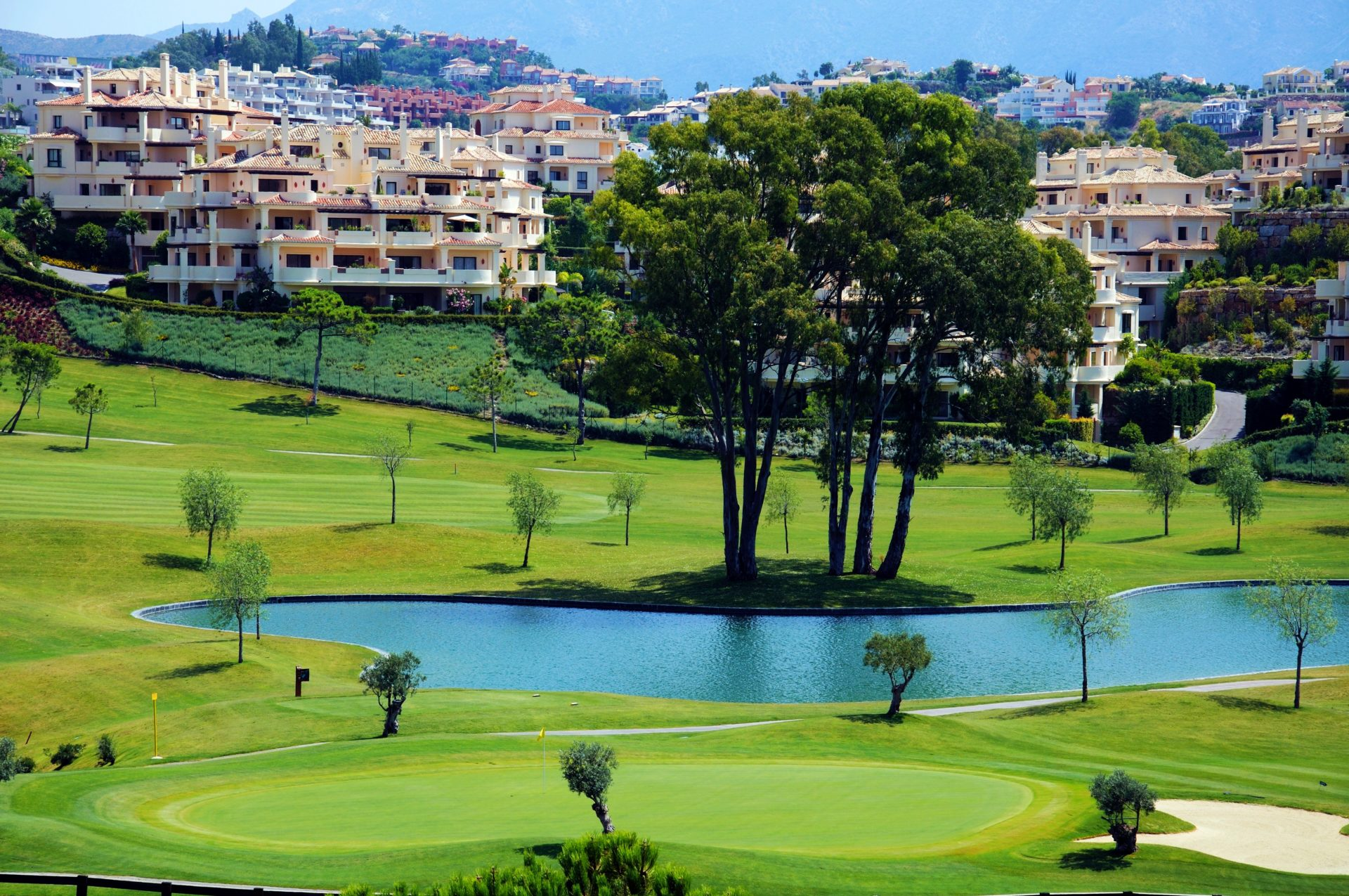 Benahavis View across the lake at El Higueral Golf Course with apartments to the rear, Benahavis (2)